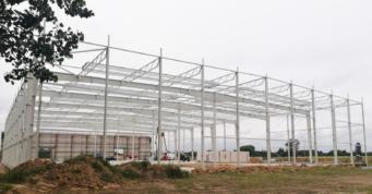 konstrukcja stalowa hali - inwestycja dla firmy Fagum-Stomil, budowa pod klucz, przez CoBouw Polska, w Łukowie, w woj. lubelskim