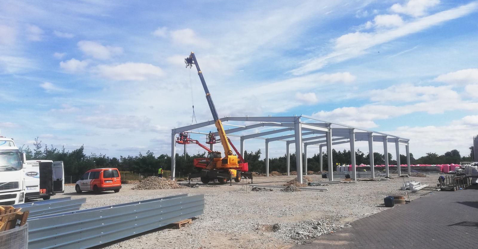 konstrukcja wiaty magazynowej w budowie - druga budowa dla firmy Metal-Plast, recykling tworzyw sztucznych, Świebodzice, woj. dolnośląskie