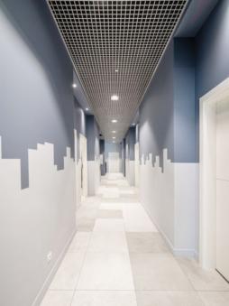 korytarz w części biurowej - hala produkcyjno-magazynowa z częścią socjalno-biurową, dla Plasteam, branża reklamowa, Łubna, woj. mazowieckie