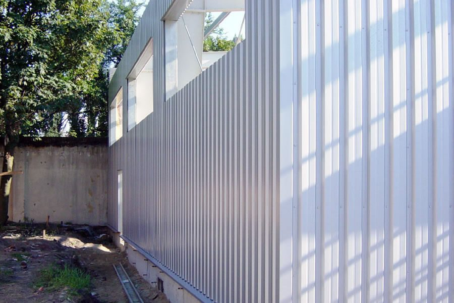 fragment ściany bocznej - hala produkcyjno-magazynowa, dla Lightex, Łódź, woj. łódzkie
