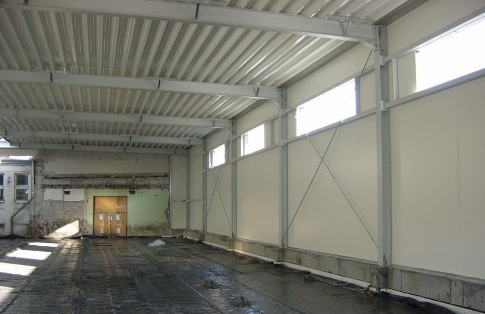 wnętrze hali stalowej - hala produkcyjna, dla Lubiana Zakłady porcelany Stołowej, Lubiana, woj. pomorskie