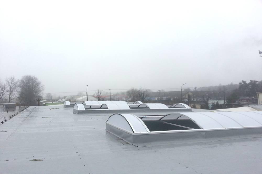pasma świetlne montowane w połaci dachowej - hala produkcyjna, dla firmy Meblomaster, Węgrów