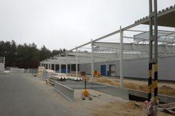 konstrukcja stalowa w ujęciu bocznym - hala produkcyjna, dla firmy Meblomaster, Węgrów