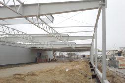 konstrukcja stalowa widziana od środka - hala produkcyjna, dla firmy Meblomaster, Węgrów
