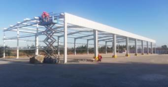 montaż konstrukcji wiaty - budowa dla firmy Metal-Plast, recykling tworzyw sztucznych, Świebodzice, woj. dolnośląskie
