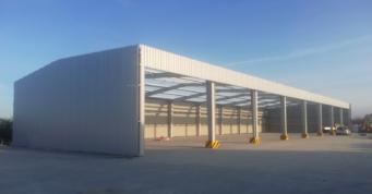 wiata magazynowa w konstrukcji stalowej - budowa dla Metal-Plast, recykling tworzyw sztucznych, w Świebodzicach, w woj. dolnośląskim