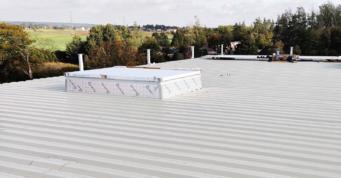 montaż świetlików dachowych - magazyn z częścią socjalną, dla Grupa Inco, inwestycja w woj. warmińsko-mazurskim