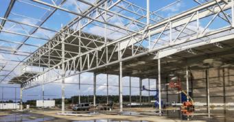 montaż blachy dachowej - wykonanie inwestycji, dla Fagum-Stomil, w Łukowie, w woj. lubelskim, przez CoBouw Polska