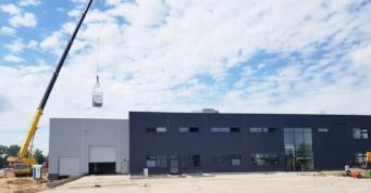 montaż elementów instalacji grzewczej - hala stalowa, firma Addit z branży metalowej, projekt i wykonawstwo CoBouw Polska