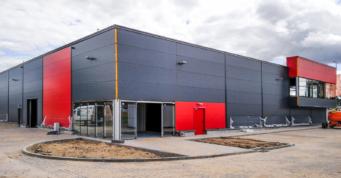 montaż przeszkleń części ekspozycyjnej - hala handlowa dla Hurtownia Boboland, Szczecin