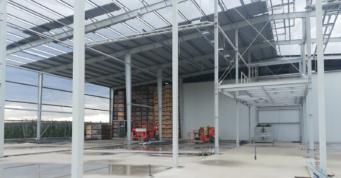 montaż obudowy dachu - rozbudowa kompleksu hal firmy Witamina, Biała Rządowa, woj. łódzkie