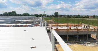 montaż obudowy dachu z blachy trapezowej - budowa pod klucz, przez CoBouw Polska, dla Turenwerke, na Śląsku, w Stanowicach