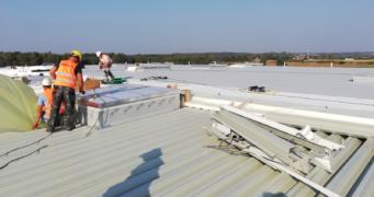 montaż świetlików dachowych - budowa pod klucz, dla firmy Kentaur, branża odzieżowa, Łobez, Kostrzyńsko-Słubicka SSE, woj. zachodniopomorskie
