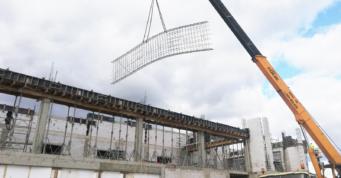 montaż szkieletu zbrojeniowego tarczy żelbetowej - inwestycja w systemie zaprojektuj i zbuduj, dla firmy Kentaur production, w Łobzie, na terenie Kostrzyńsko-Słubickiej SSE