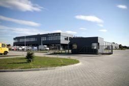 widok z oddali - hala produkcyjno-magazynowa z budynkiem biurowym, dla Promens, Międzyrzecz, woj. lubuskie