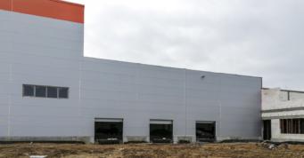 otwory bramowe w hali - inwestycja o powierzchni 12.000 m2, dla firmy Fagum-Stomil, generalne wykonawstwo CoBouw Polska, w Łukowie, w woj. lubelskim