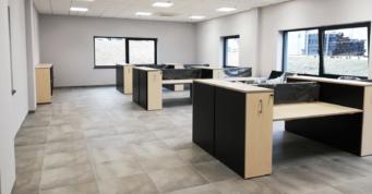 pomieszczenia pracowników w części biurowej - hala logistyczna, zaprojektowna i wybudowana przez CoBouw Polska, w Słupsku, dla Scania Production Słupsk SA