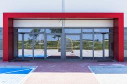 portal nad wejściem głównym - hala handlowa, Kosmet-Hurt, Biała Podlaska