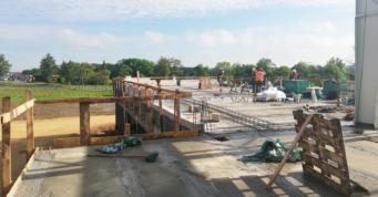 prace przy budowie piętra części biurowej - obiekt w konstrukcji stalowej, dla firmy Turenwerke, wybudowany przez firme CoBouw Polska, w woj. śląskim, w Stanowicach
