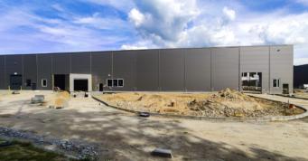 hala produkcyjna po montażu obudowy - obiekt produkcyjno-magazynowy, dla Viscon Group Poland, Płaszewko, woj. pomorskie