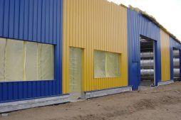 elewacja frontowa w trakcie budowy - hala magazynowa z częścią biurową, dla P.P.H.U. Rak, Września