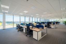 stanowiska pracy pracowników biurowych - inwestycja zrealizowana przez CoBouw Polska, dla Viscon Real Estate, hala stalowa w woj. pomorskim, Płaszewko