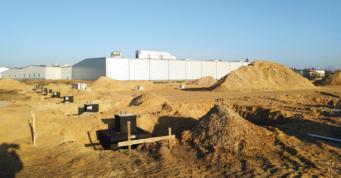wykonane stopy fundamentowe oraz przygotowana podsypka piaskowa do zagęszczenia - hala produkcyjna dla firmy Addit, Węgrów, woj. mazowieckie