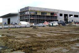 widok ogólny - hala produkcyjna z budynkiem biurowym, dla OML Morando, Czerwionka-Leszczyny