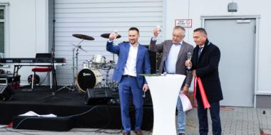 uroczyste toasty, otwarcie hali Spectra Lighting w Załuskach, realizacja CoBouw Polska