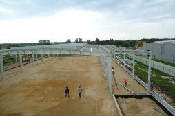 widok z góry na plac budowy - hala produkcyjna z budynkiem biurowym, dla Vertex, Konst. Łódzki, woj. łódzkie
