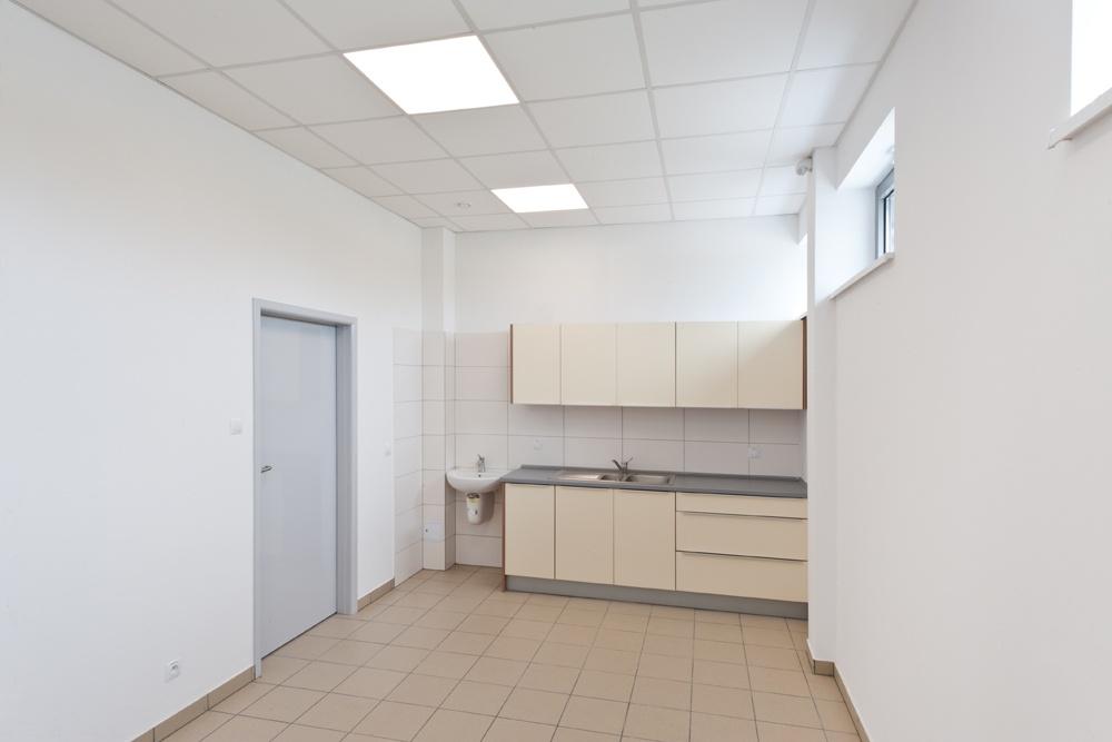 zaplecze socjalne - hala produkcyjna z budynkiem biurowym, dla Vertex, Konst. Łódzki, woj. łódzkie