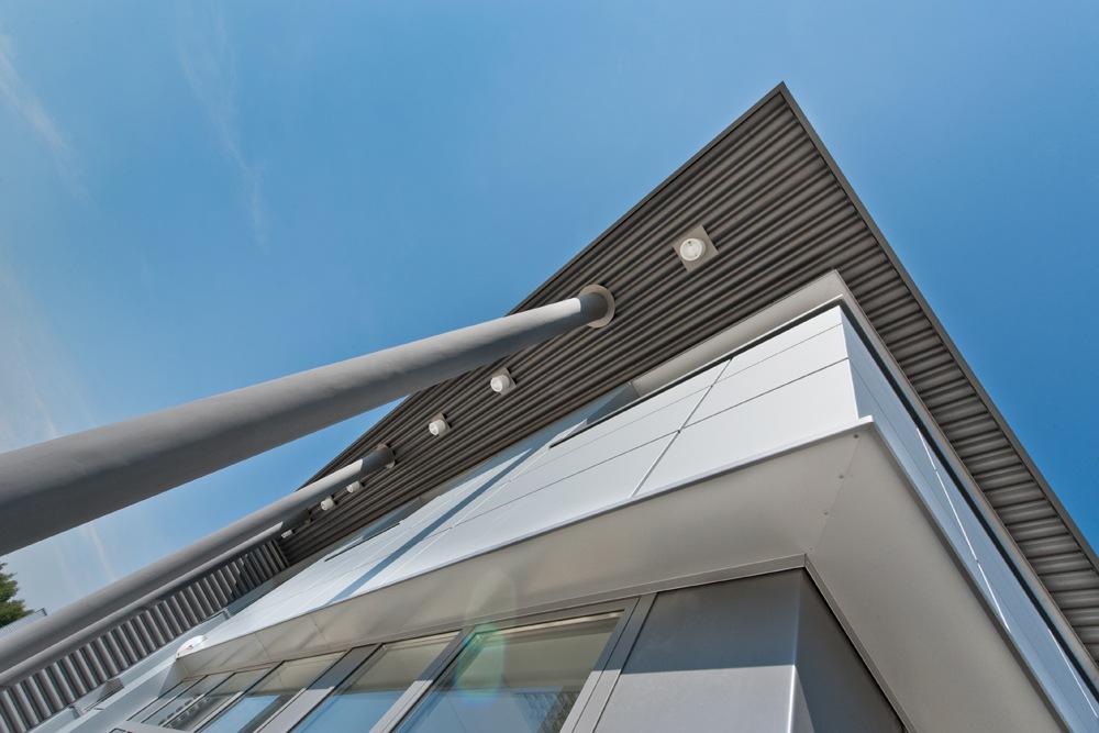 podświetlenie elewacji - hala produkcyjna z budynkiem biurowym, dla Vertex, Konst. Łódzki, woj. łódzkie