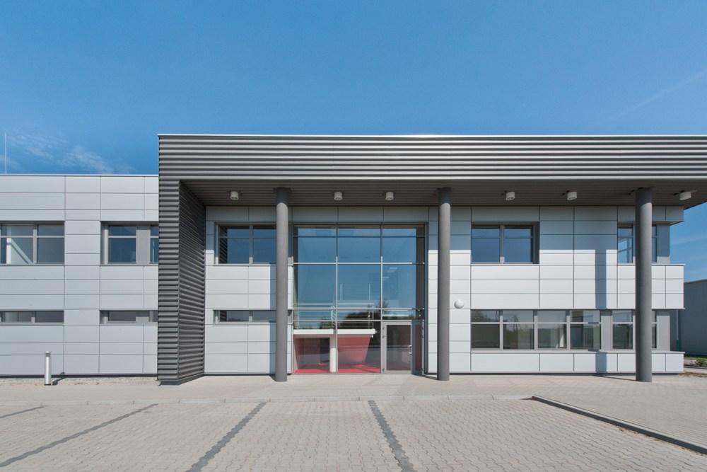 zbliżenie na hol wejściowy - hala produkcyjna z budynkiem biurowym, dla Vertex, Konst. Łódzki, woj. łódzkie