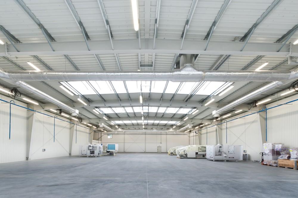 wnętrze hali 2 - hala produkcyjna z budynkiem biurowym, dla Vertex, Konst. Łódzki, woj. łódzkie
