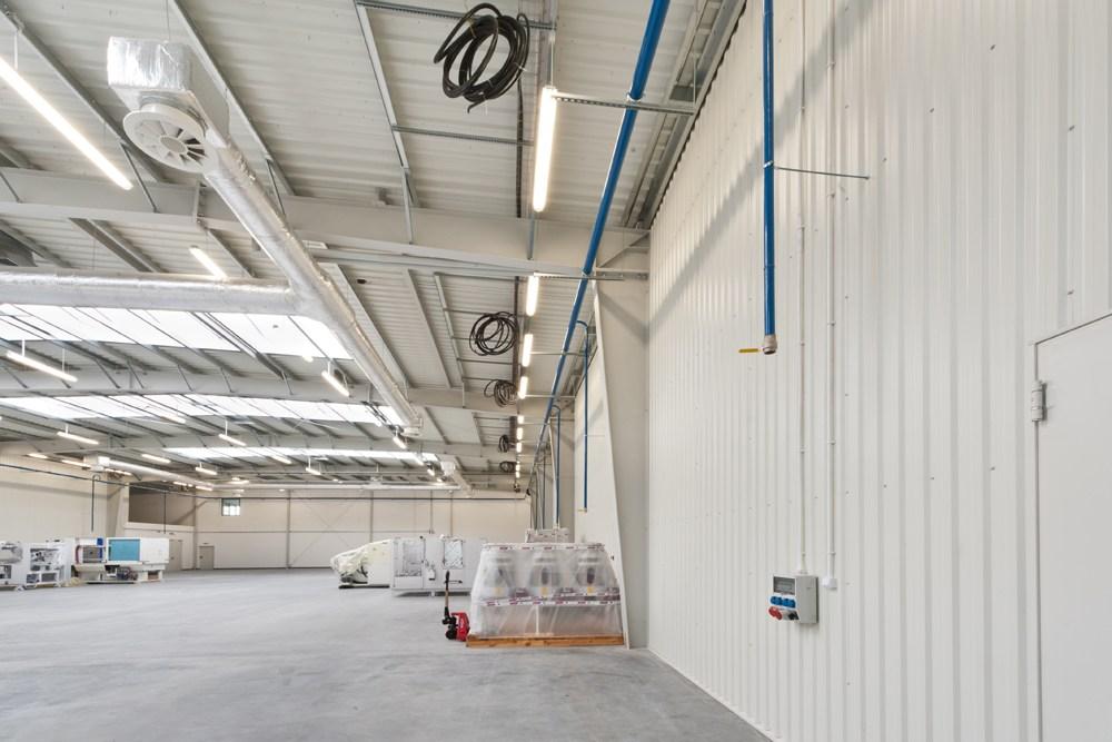 wnętrze hali 1 - hala produkcyjna z budynkiem biurowym, dla Vertex, Konst. Łódzki, woj. łódzkie