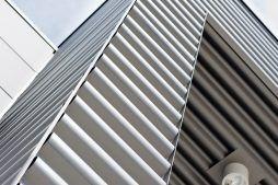 detal z blachy sinusowej 2 - hala produkcyjna z budynkiem biurowym, dla Vertex, Konst. Łódzki, woj. łódzkie