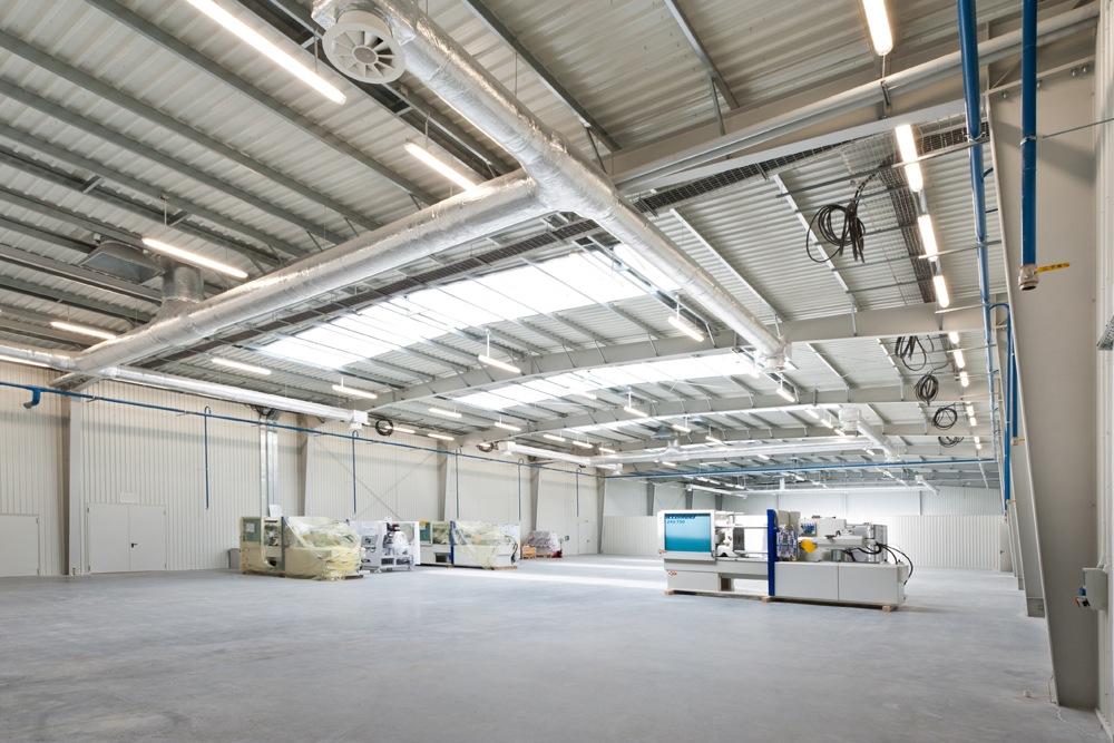 wnętrze hali 4 - hala produkcyjna z budynkiem biurowym, dla Vertex, Konst. Łódzki, woj. łódzkie