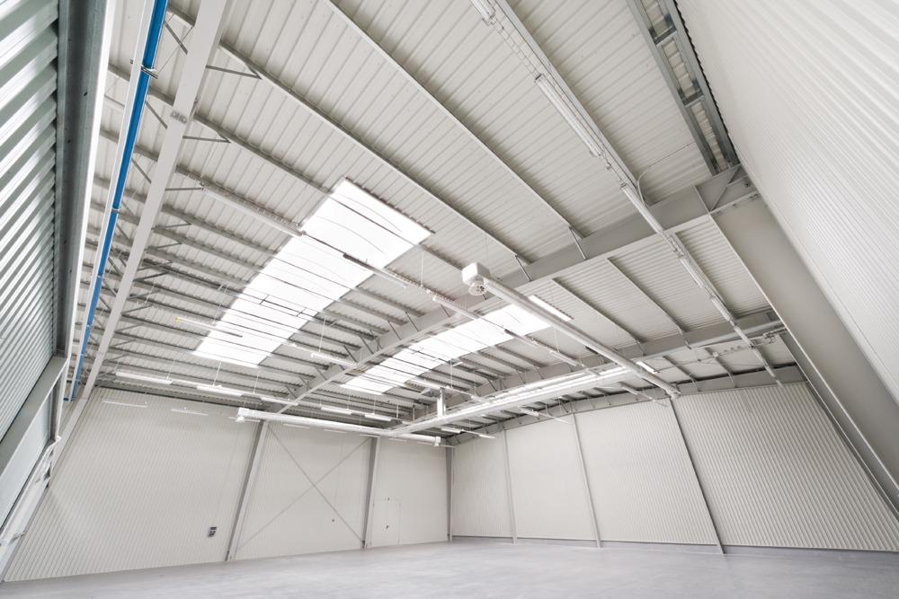 wnętrze hali - hala produkcyjna z budynkiem biurowym, dla Vertex, Konst. Łódzki, woj. łódzkie