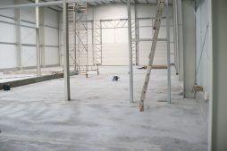 wnętrze hali - hala produkcyjna z częścią socjalną, dla Vivena-Natura, Prochowice, woj. dolnośląskie