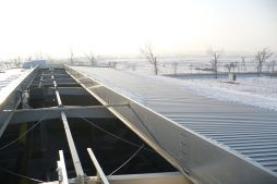 otwór gotowy na montaż świetlika dachowego - hala produkcyjna z częścią socjalną, dla Vivena-Natura, Prochowice widok ogólny - hala produkcyjna z częścią socjalną, dla Vivena-Natura, Prochowice, woj. dolnośląskie