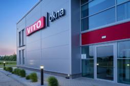 wejście główne - zakład produkcyjno-magazynowy z budynkiem biurowym, firma Vito Polska, Międzyrzec Podlaski