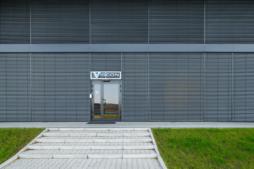 wejście główne - hala produkcyjno-magazynowa z częścią socjalno-biurową, dla Viscon Real Estate Poland, zrelizowana przez CoBouw Polska, woj. pomorskie, Płaszewko