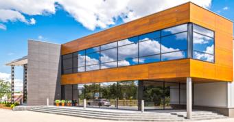 wejście główne - hala produkcyjno-magazynowa z budynkiem biurowym, dla DreamPen, Zielona Góra, woj. lubuskie