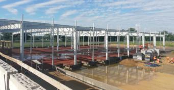 widok na konstrukcję hali Turenwerke - hala przemysłowa, wybudowana przez CoBouw Polska, w woj. śląskim, w Stanowicach
