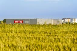 widok z oddali na halę - zakłąd produkcyn0-magazynowy z biurowcem, firma Vito Polska