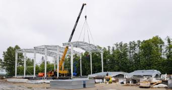 wznoszenie konstrukcji stalowej hali produkcyjnej - druga inwestycja, dla firmy z branży obuwniczej, Fagum_Stomil, w Łukowie, w woj. lubelskim