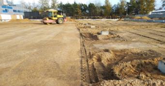 zagęszczanie podsypki piaskowej - rozbudowa kompleksu hal, dla firmy Meblomaster, w Węgrowie, w woj. mazowiecki, projekt i budowa CoBouw Polska