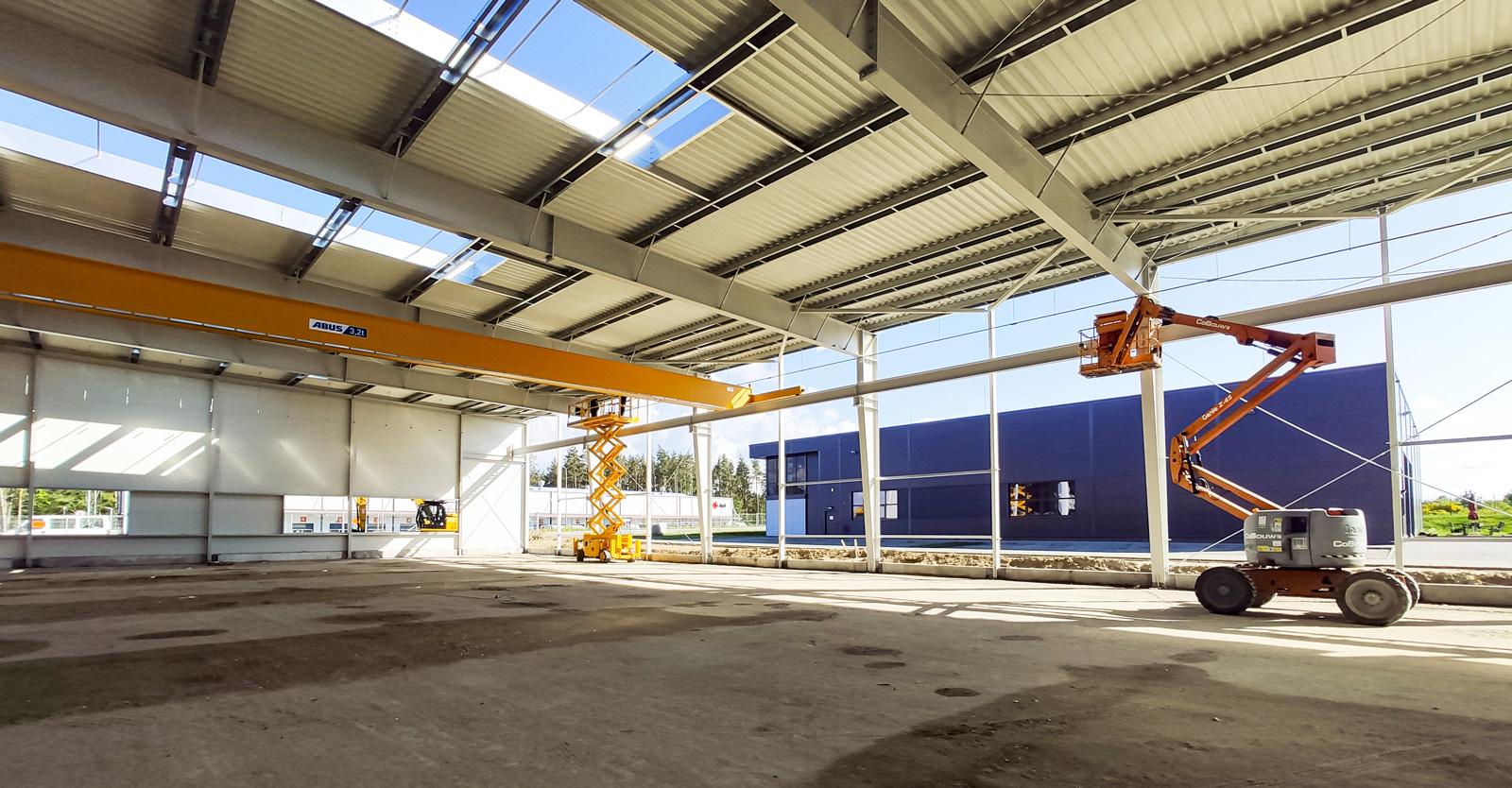 montaż drugorzędnej konstrukcji hali - budowa obiektu przemysłowego, dla firmy Viscon, o powierzchni 3.500 m2, w Płaszewku, woj. pomorskie