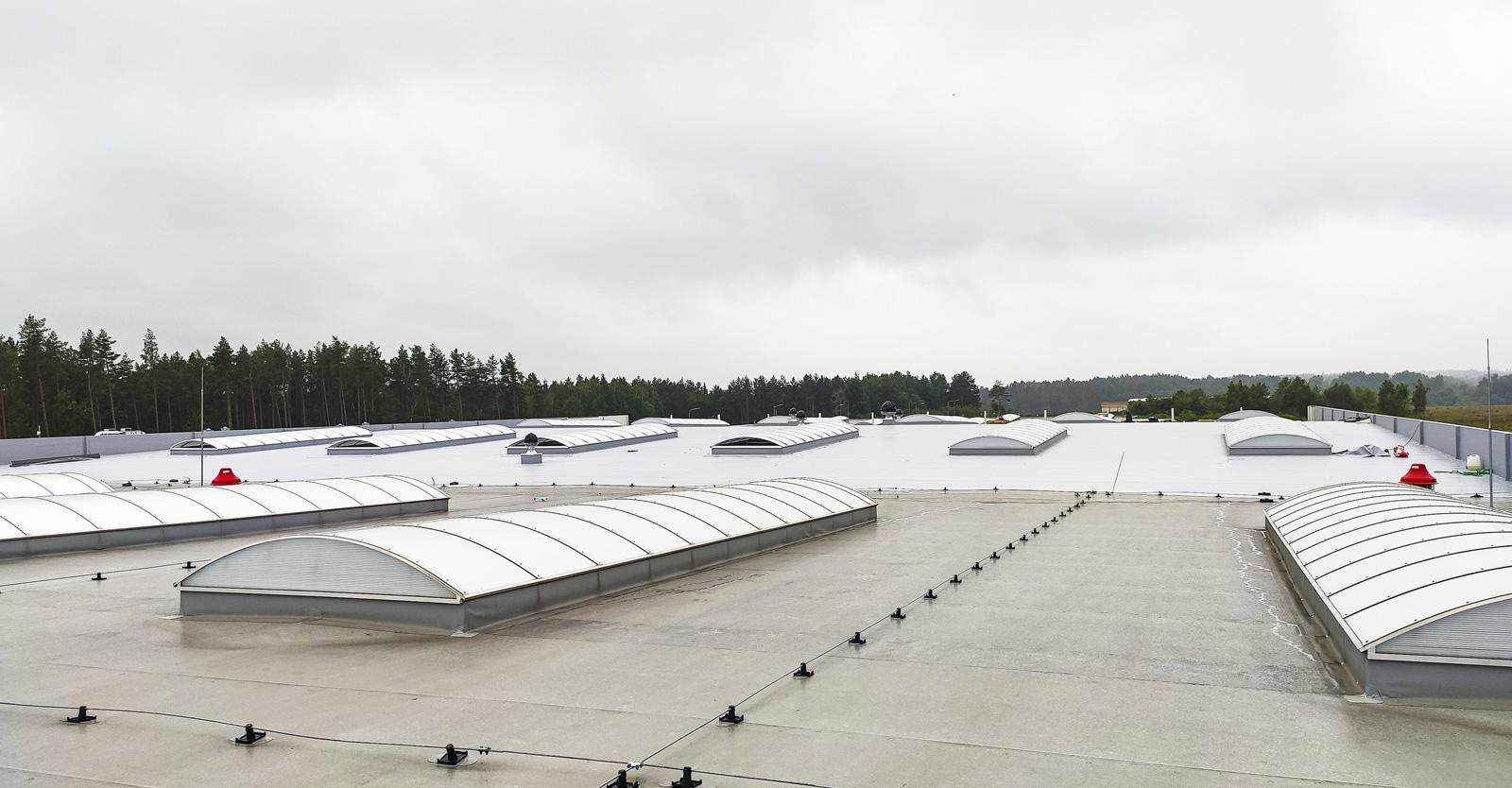 świetliki w dachu hali produkcyjno-magazynowej - inwestycja w Słupskiej SSE, dla firmy Viscon, generalne wykonawstwo CoBouw Polska