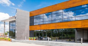 elewacja części frontowej biurowca - hala produkcyjno-magazynowa z budynkiem biurowym, dla firmy DreamPen, inwestycja w Zielonej Górze